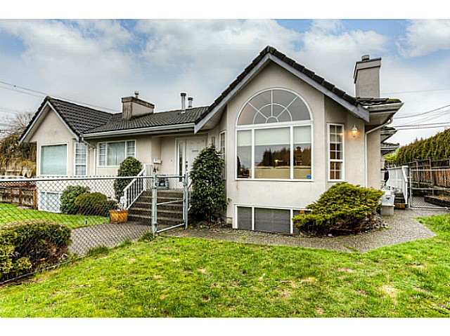 Main Photo: 4683 DARWIN Avenue in Burnaby: Burnaby Hospital House 1/2 Duplex for sale (Burnaby South)  : MLS® # V1103438