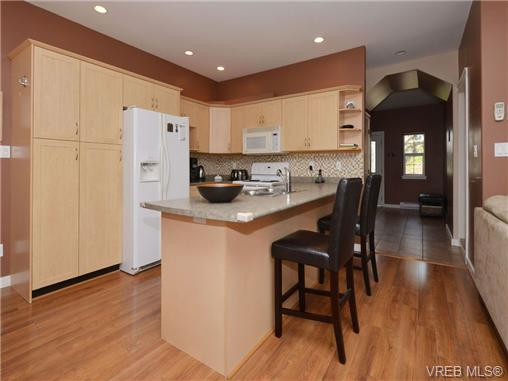Photo 3: 863 McCallum Road in VICTORIA: La Florence Lake Single Family Detached for sale (Langford)  : MLS(r) # 347712