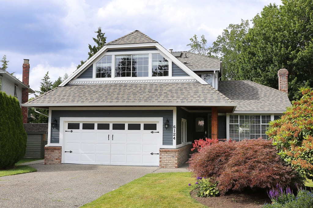"Main Photo: 6124 PARKSIDE Close in Surrey: Panorama Ridge House for sale in ""Boundary Park"" : MLS® # R2080237"