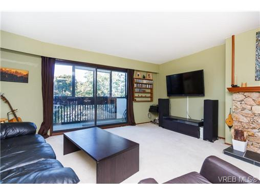 Photo 4: 213 3962 Cedar Hill Road in VICTORIA: SE Mt Doug Condo Apartment for sale (Saanich East)  : MLS(r) # 369729
