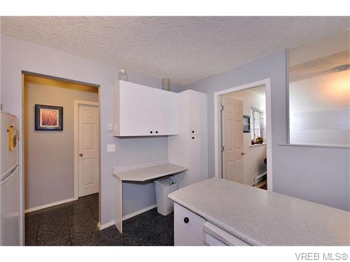 Photo 9: 2316 Victor Street in VICTORIA: Vi Fernwood Strata Duplex Unit for sale (Victoria)  : MLS® # 371845