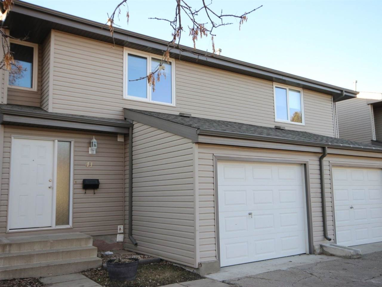 Main Photo: 41 Akinsdale Gardens: St. Albert Townhouse for sale : MLS® # E4058264