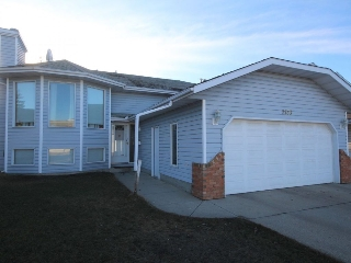 Main Photo: 2136 42 Street in Edmonton: Zone 29 House for sale : MLS(r) # E4058420
