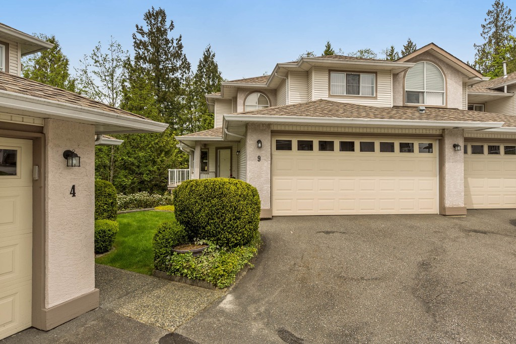 "Main Photo: 9 22751 HANEY Bypass in Maple Ridge: East Central Townhouse for sale in ""RIVER'S EDGE"" : MLS® # R2165295"