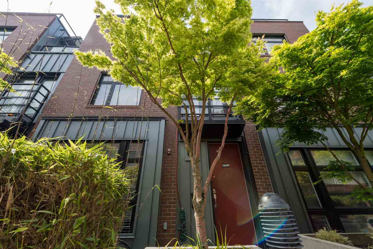 "Main Photo: 2777 GUELPH Street in Vancouver: Mount Pleasant VE Townhouse for sale in ""THE BLOCK"" (Vancouver East)  : MLS(r) # R2168512"