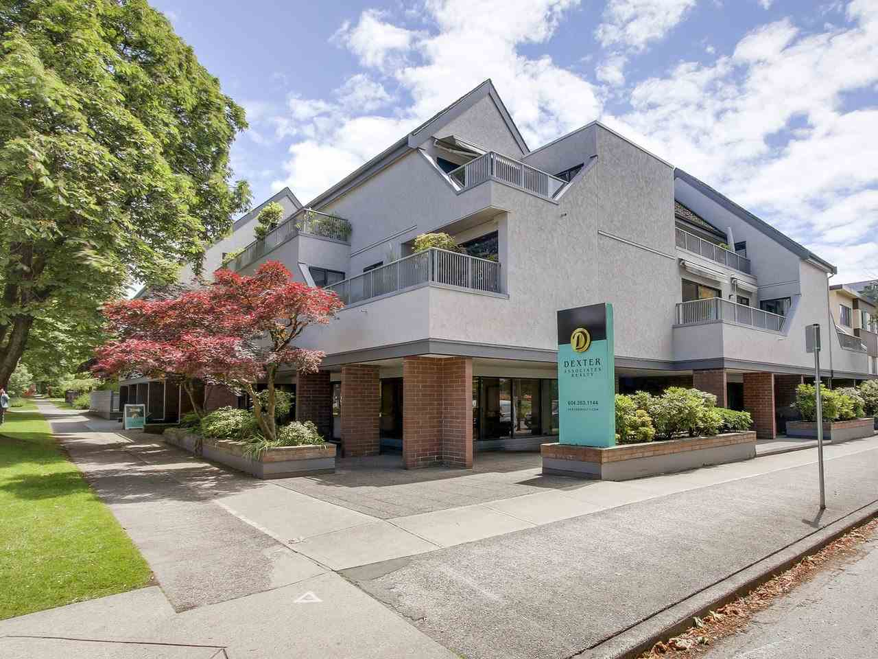 "Main Photo: 202 5920 EAST Boulevard in Vancouver: Kerrisdale Condo for sale in ""OAKWOOD TERRACE"" (Vancouver West)  : MLS(r) # R2177602"