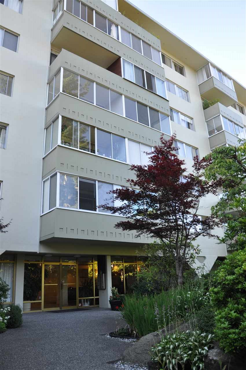 "Main Photo: 109 1425 ESQUIMALT Avenue in West Vancouver: Ambleside Condo for sale in ""OCEANBROOK"" : MLS(r) # R2181588"