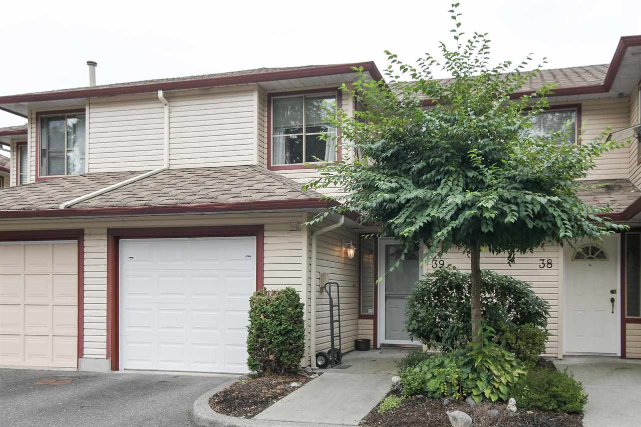 "Main Photo: 39 21960 RIVER Road in Maple Ridge: West Central Townhouse for sale in ""Foxborough Hills"" : MLS® # R2204408"