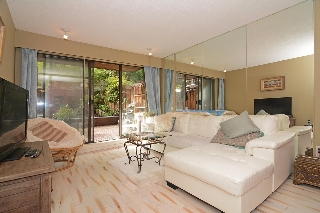 "Main Photo: 205 2410 CORNWALL Avenue in Vancouver: Kitsilano Condo for sale in ""SPINNAKER"" (Vancouver West)  : MLS® # R2210144"