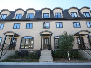 Main Photo:  in Edmonton: Zone 14 Townhouse for sale : MLS® # E4085195