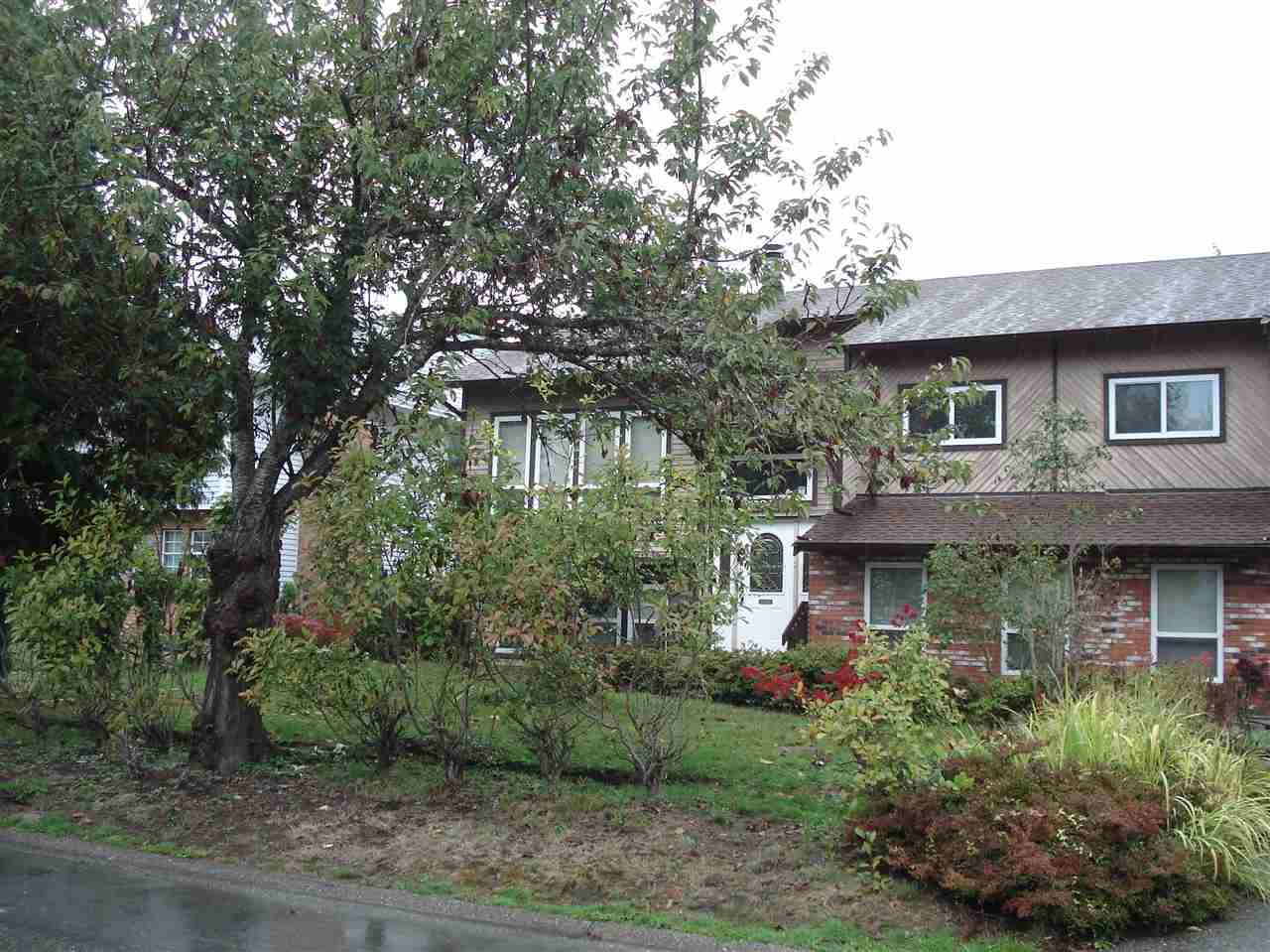 Main Photo: 15017 95A Avenue in Surrey: Fleetwood Tynehead House for sale : MLS®# R2214991