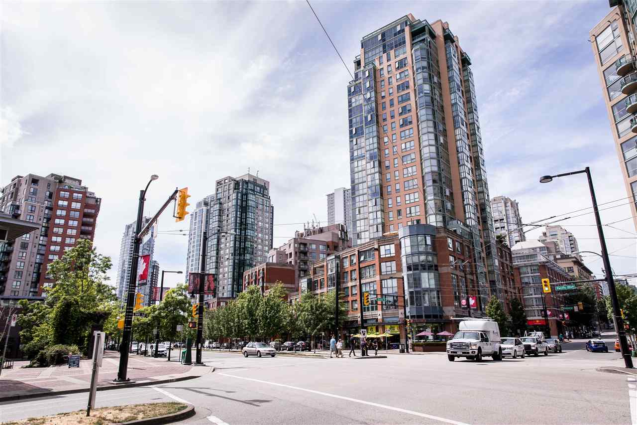 "Main Photo: 2005 212 DAVIE Street in Vancouver: Yaletown Condo for sale in ""PARKVIEW GARDENS"" (Vancouver West)  : MLS®# R2285921"