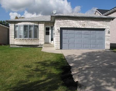 Photo 1: Photos: 27 DEERING CL in WINNIPEG: Residential for sale (Valley Gardens)  : MLS® # 2919201