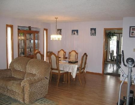 Photo 3: Photos: 27 DEERING CL in WINNIPEG: Residential for sale (Valley Gardens)  : MLS® # 2919201