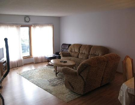Photo 2: Photos: 27 DEERING CL in WINNIPEG: Residential for sale (Valley Gardens)  : MLS® # 2919201