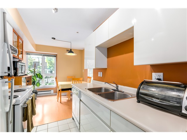 Photo 7: 202 3218 ONTARIO Street in Vancouver: Main Condo for sale (Vancouver East)  : MLS® # V1084215