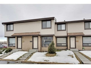 Main Photo: 52 2727 RUNDLESON Road NE in Calgary: Rundle Townhouse for sale : MLS(r) # C3650032