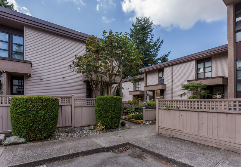 "Photo 29: 49 13809 102 Avenue in Surrey: Whalley Townhouse for sale in ""The Meadows"" (North Surrey)  : MLS(r) # F1447952"