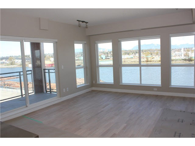 Main Photo: 511 10033 RIVER DRIVE in : Bridgeport RI Condo for sale : MLS® # V1118105