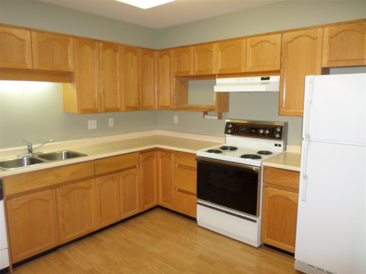 "Photo 5: 105 2491 GLADWIN Road in Abbotsford: Abbotsford West Condo for sale in ""LAKEWOOD GARDENS"" : MLS® # R2122538"
