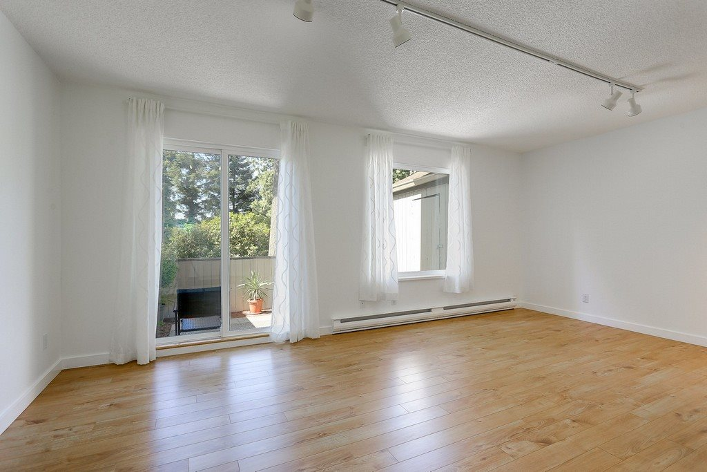 Photo 3: 879 CUNNINGHAM Lane in Port Moody: North Shore Pt Moody Townhouse for sale : MLS® # R2184609
