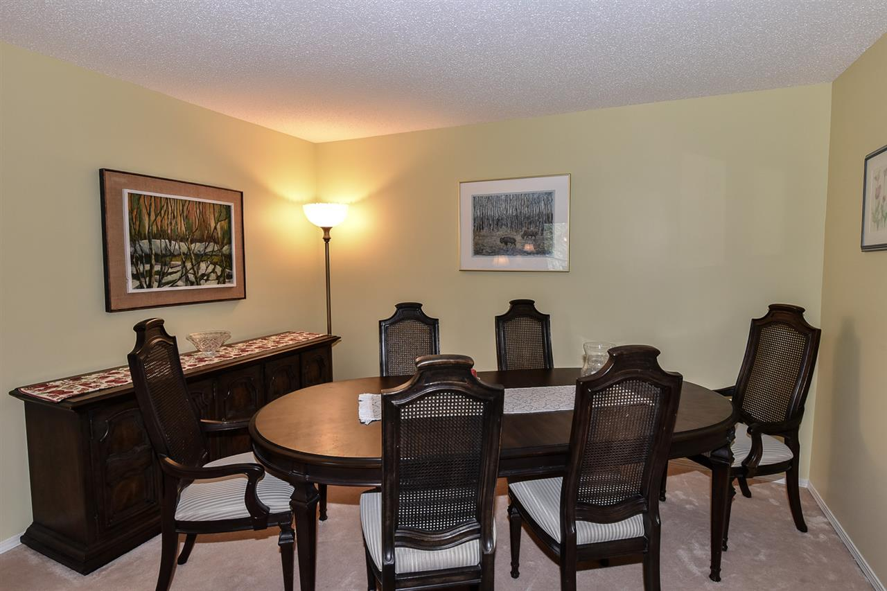 You can easily entertain and impress your guests in this spacious room!