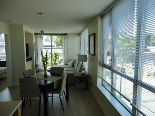 "Main Photo: 321 2008 PINE Street in Vancouver: False Creek Condo for sale in ""MANTRA"" (Vancouver West)  : MLS(r) # R2188999"