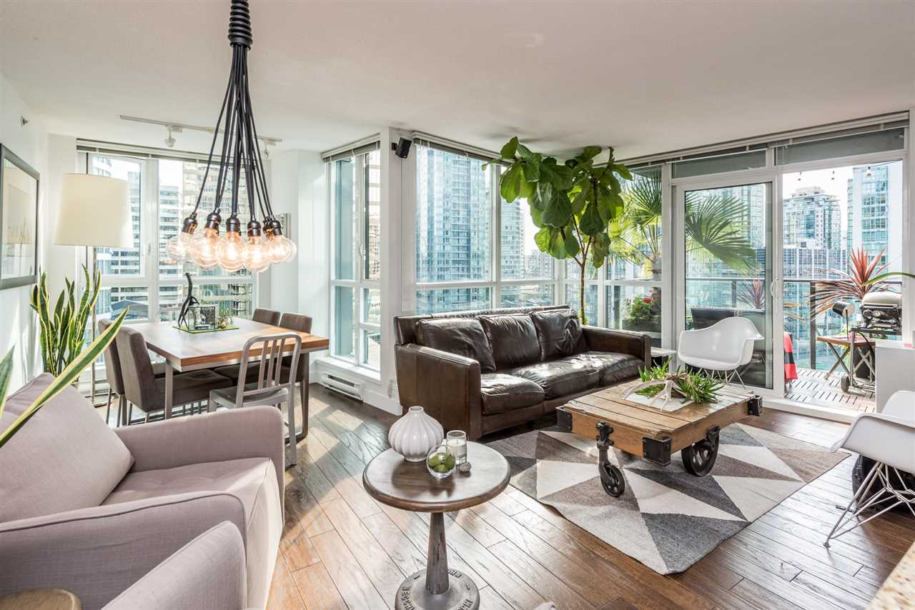 "Main Photo: 1606 1189 MELVILLE Street in Vancouver: Coal Harbour Condo for sale in ""THE MELVILLE"" (Vancouver West)  : MLS® # R2189344"