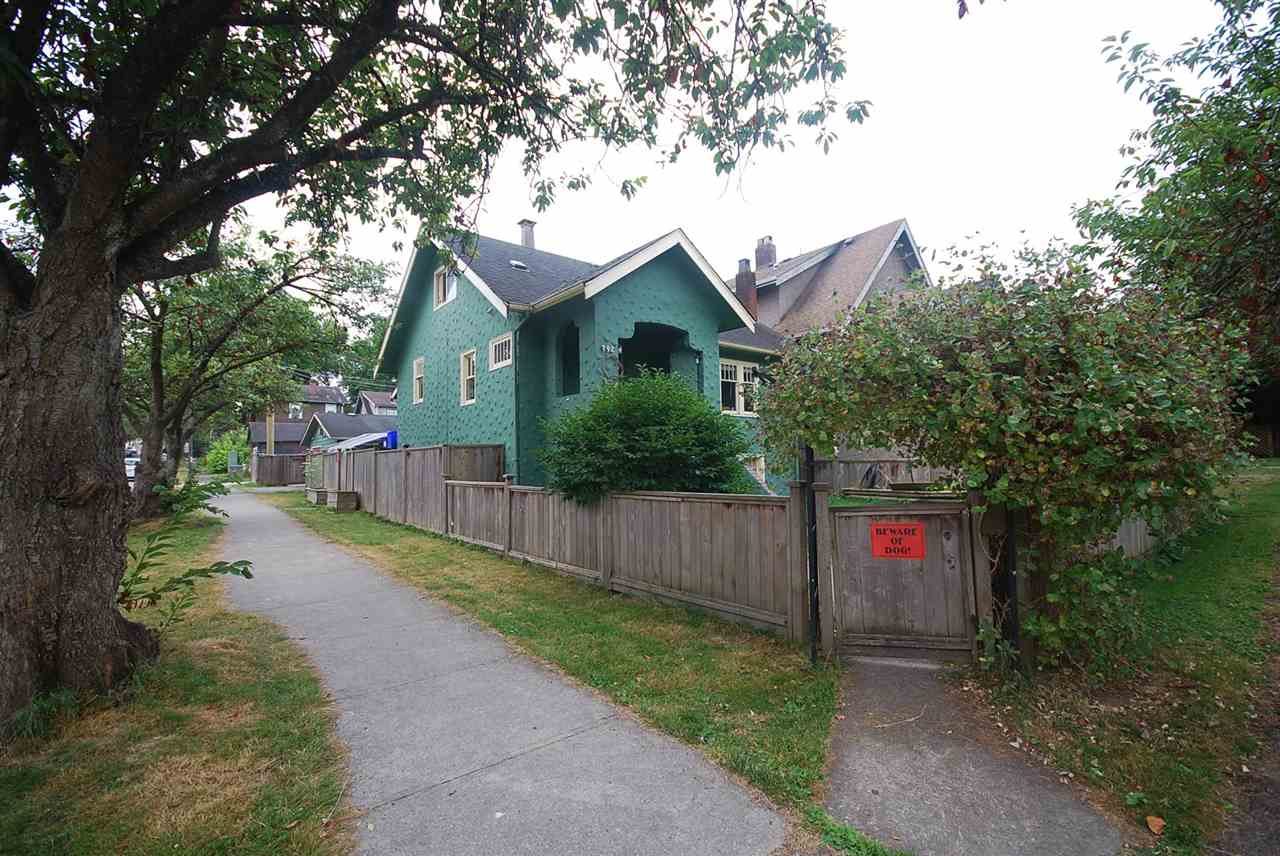 Main Photo: 792 E 11TH Avenue in Vancouver: Mount Pleasant VE House for sale (Vancouver East)  : MLS®# R2190776