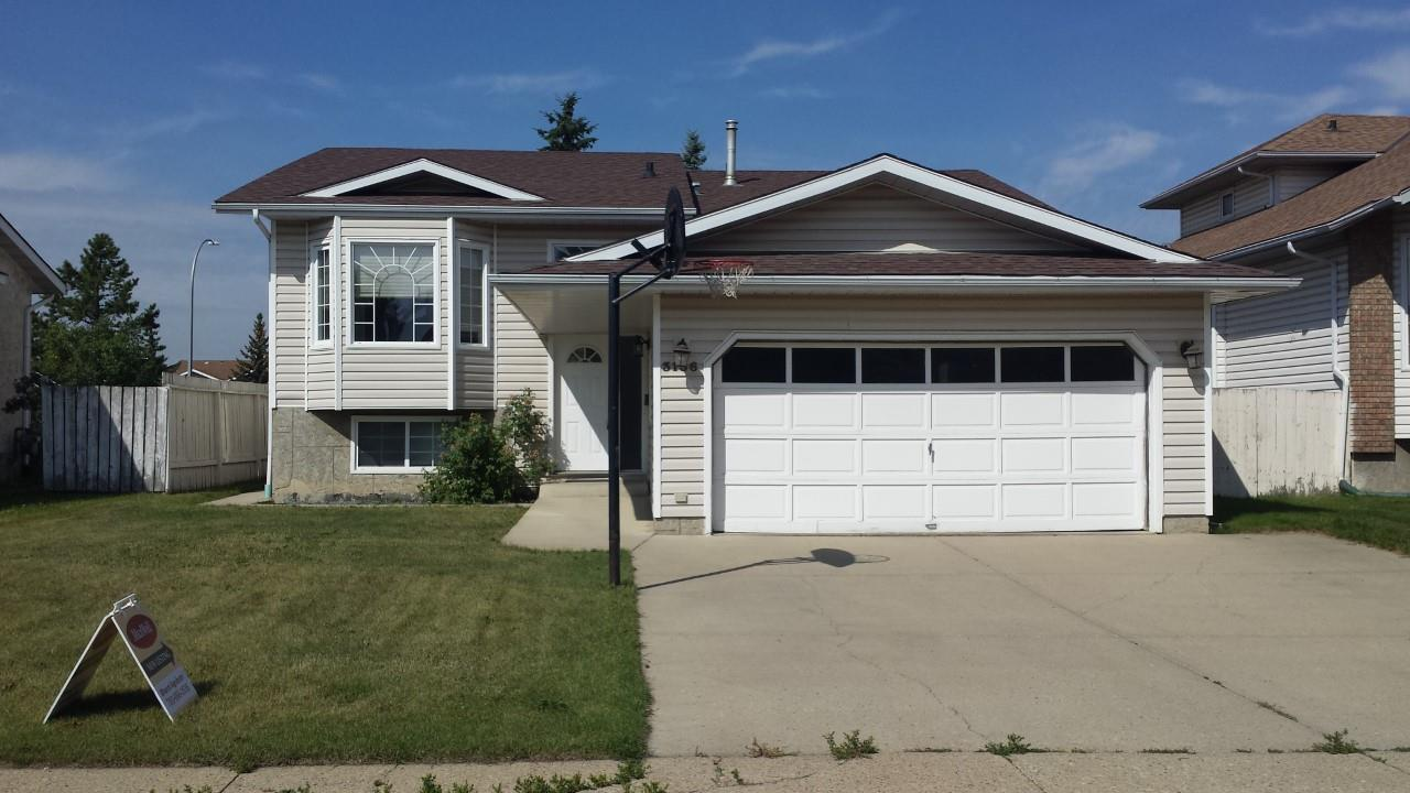 Main Photo: 3136 49A Street NW in Edmonton: Zone 29 House for sale : MLS® # E4075448