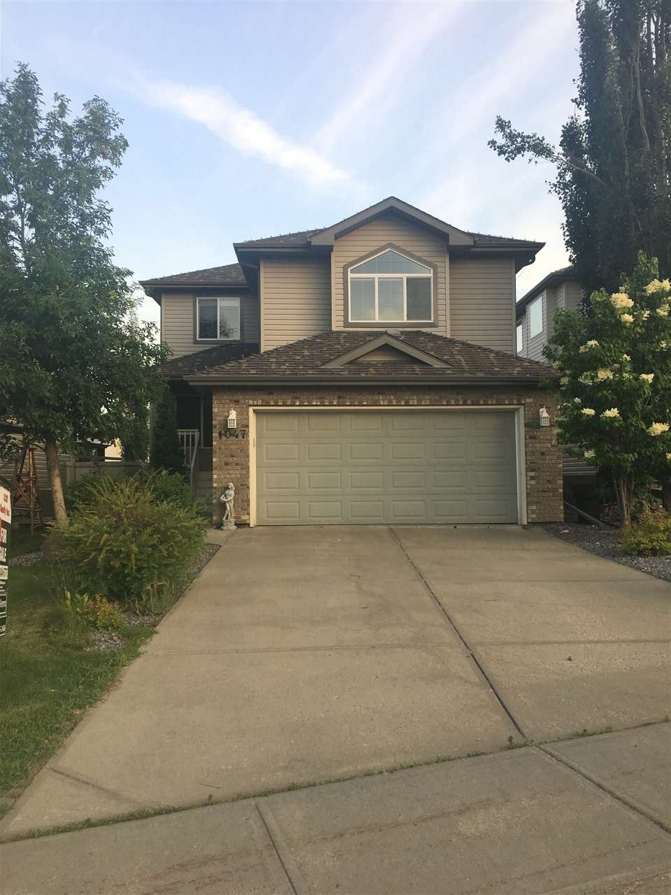 Main Photo: 1047 LEGER Boulevard in Edmonton: Zone 14 House for sale : MLS® # E4076291