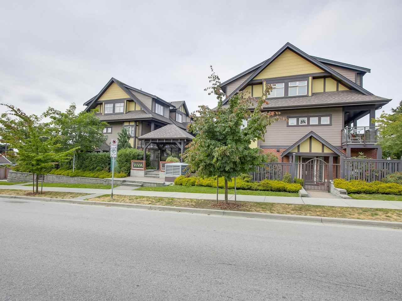 Main Photo: 106 7227 ROYAL OAK Avenue in Burnaby: Metrotown Townhouse for sale (Burnaby South)  : MLS® # R2198783