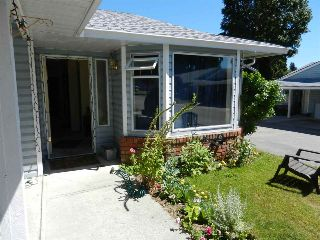 Main Photo: 7 824 NORTH Road in Gibsons: Gibsons & Area Townhouse for sale (Sunshine Coast)  : MLS® # R2216165