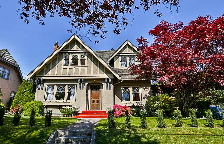"Main Photo: 401 SECOND Street in New Westminster: Queens Park House for sale in ""QUEENS PARK"" : MLS®# R2266208"
