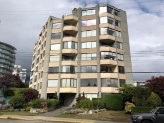 "Main Photo: 201 2165 ARGYLE Avenue in West Vancouver: Dundarave Condo for sale in ""OCEAN TERRACE"" : MLS®# R2304972"
