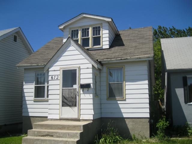 Main Photo: 672 MCPHILLIPS Street in WINNIPEG: Maples / Tyndall Park Residential for sale (North West Winnipeg)  : MLS® # 1111513
