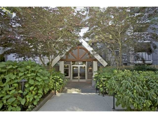 Main Photo: 109 1420 Parkway Boulevard in Coquitlam: Westwood Plateau Condo for sale : MLS®# V922915