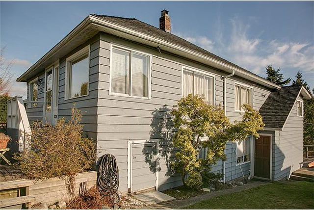 Main Photo: 1131 Cloverley Street in North Vancouver: Calverhall House for sale : MLS(r) # V990268