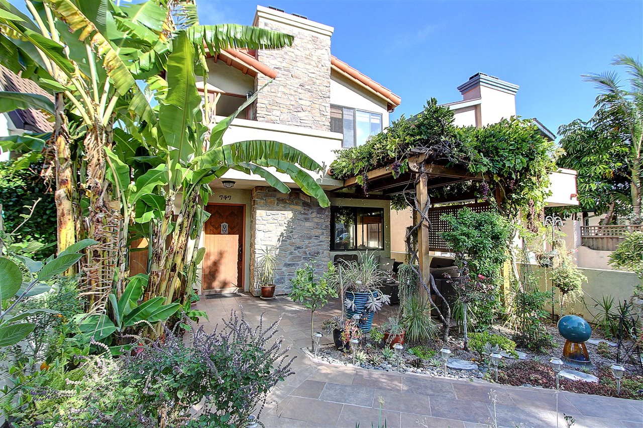 Main Photo: CORONADO VILLAGE House for sale : 3 bedrooms : 747 H Avenue in Coronado