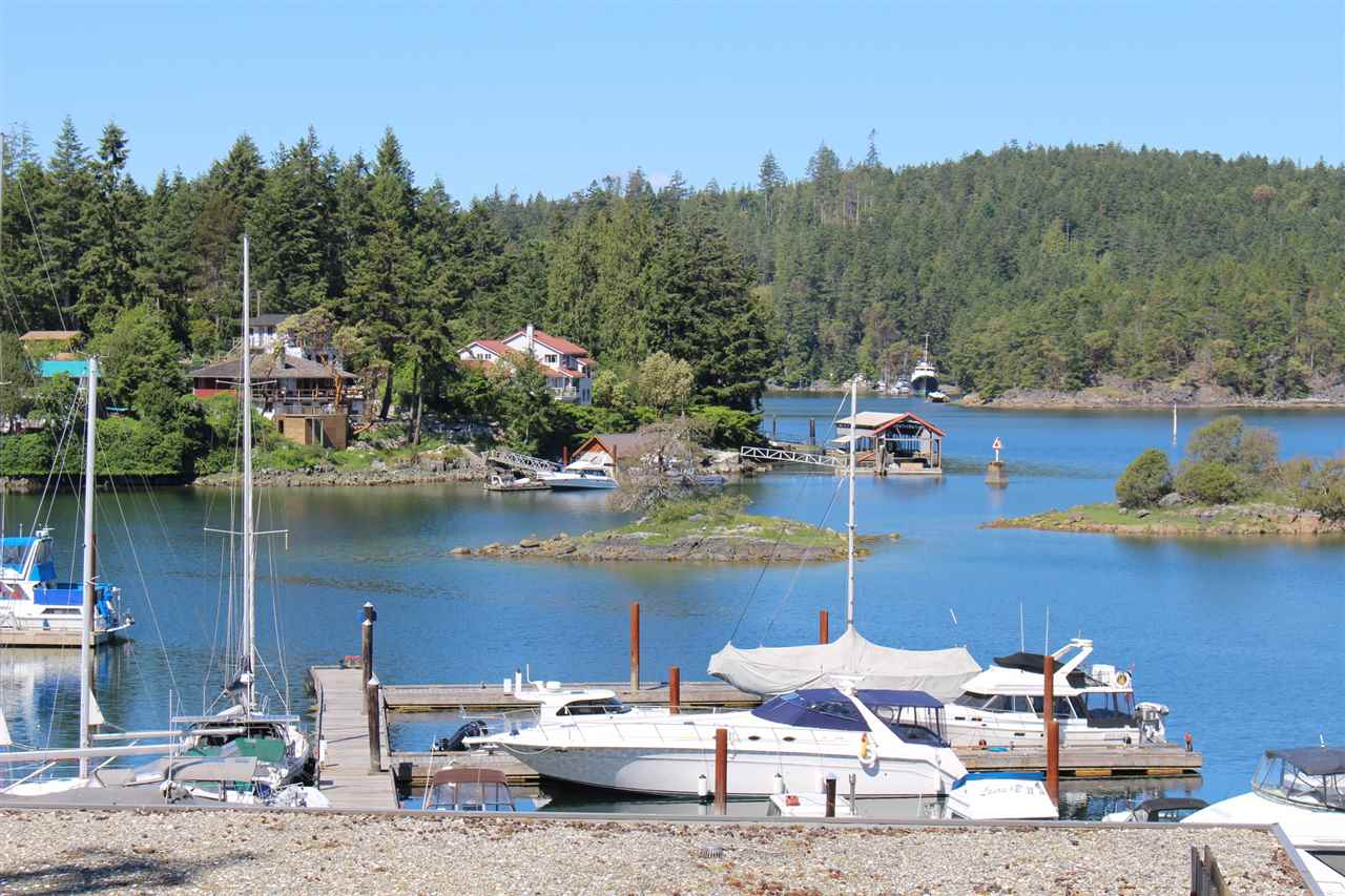"Photo 2: Photos: 5B 12849 LAGOON Road in Madeira Park: Pender Harbour Egmont Townhouse for sale in ""PAINTED BOAT RESORT"" (Sunshine Coast)  : MLS® # R2093697"