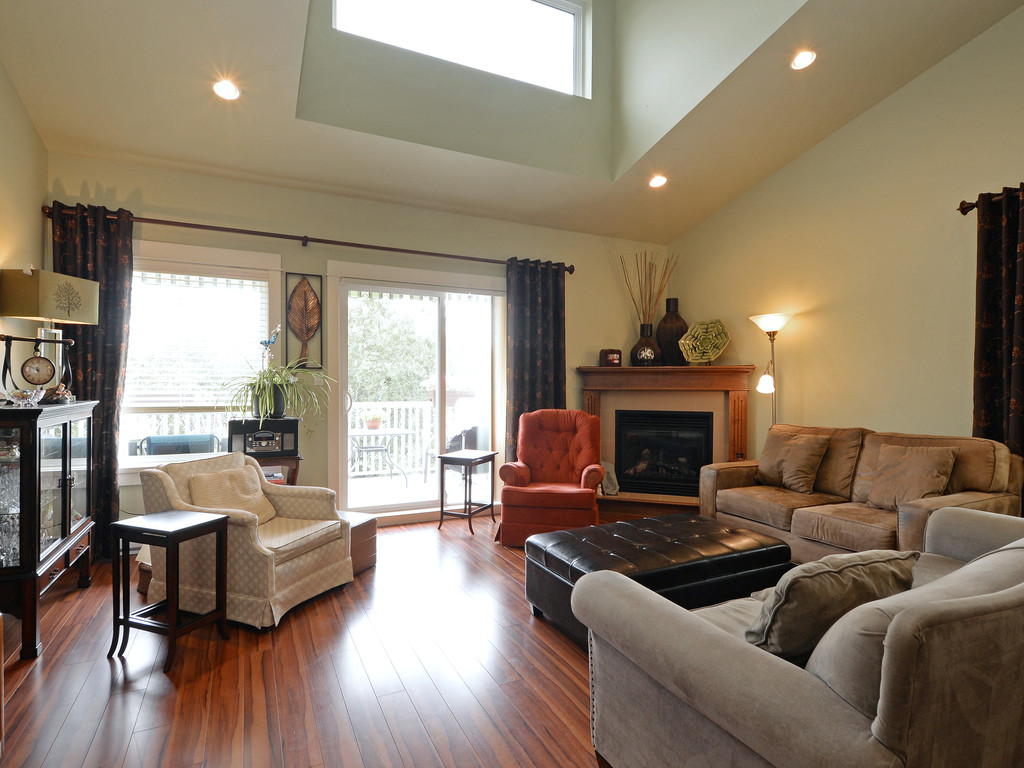 Photo 2: 27 DeGoutiere Place in VICTORIA: VR Six Mile Single Family Detached for sale (View Royal)  : MLS® # 368126