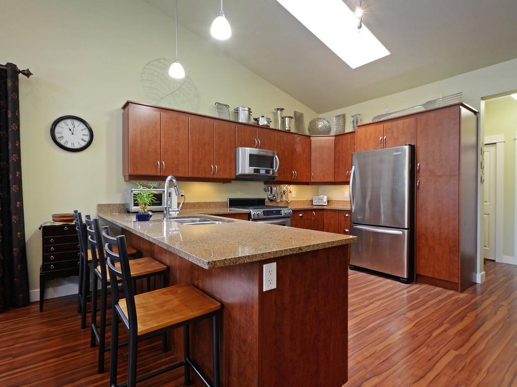 Photo 8: 27 DeGoutiere Place in VICTORIA: VR Six Mile Single Family Detached for sale (View Royal)  : MLS® # 368126