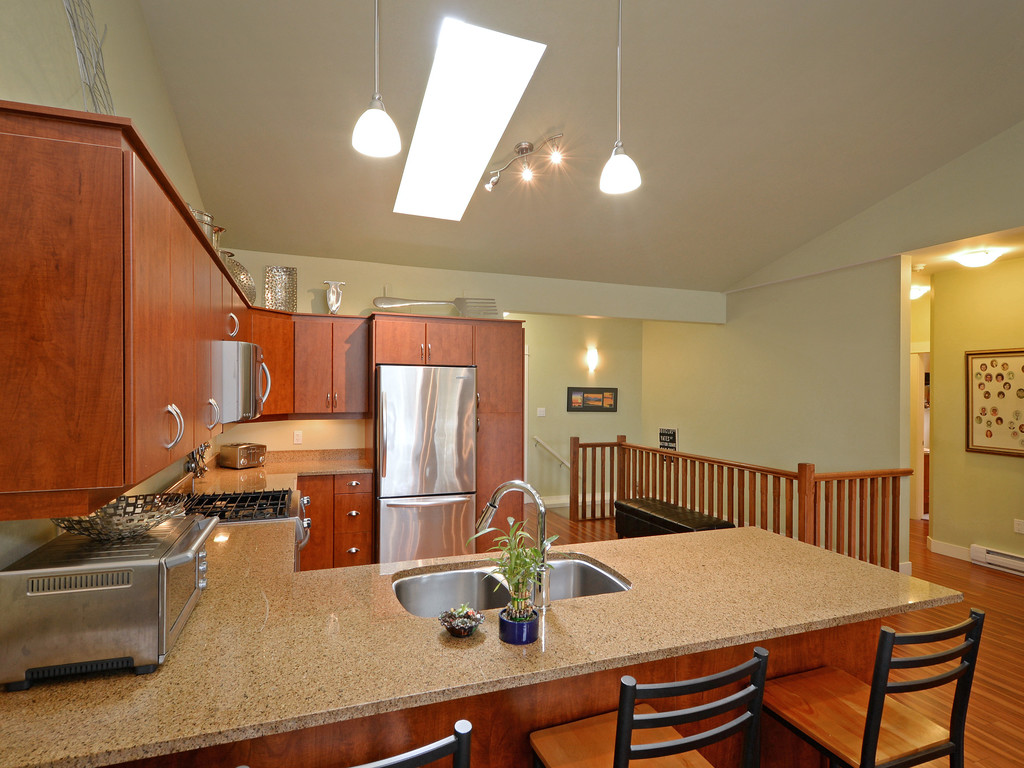 Photo 6: 27 DeGoutiere Place in VICTORIA: VR Six Mile Single Family Detached for sale (View Royal)  : MLS® # 368126