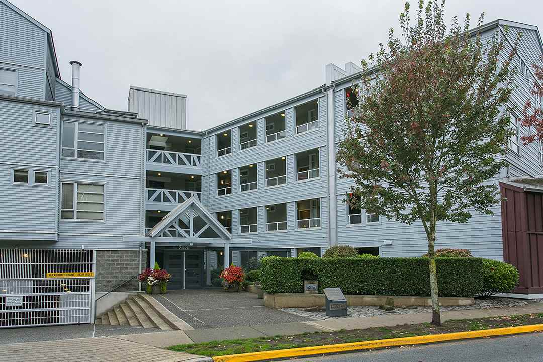 "Main Photo: 114 2020 E KENT AVE SOUTH Avenue in Vancouver: Fraserview VE Condo for sale in ""TUGBOAT LANDING"" (Vancouver East)  : MLS(r) # R2116794"