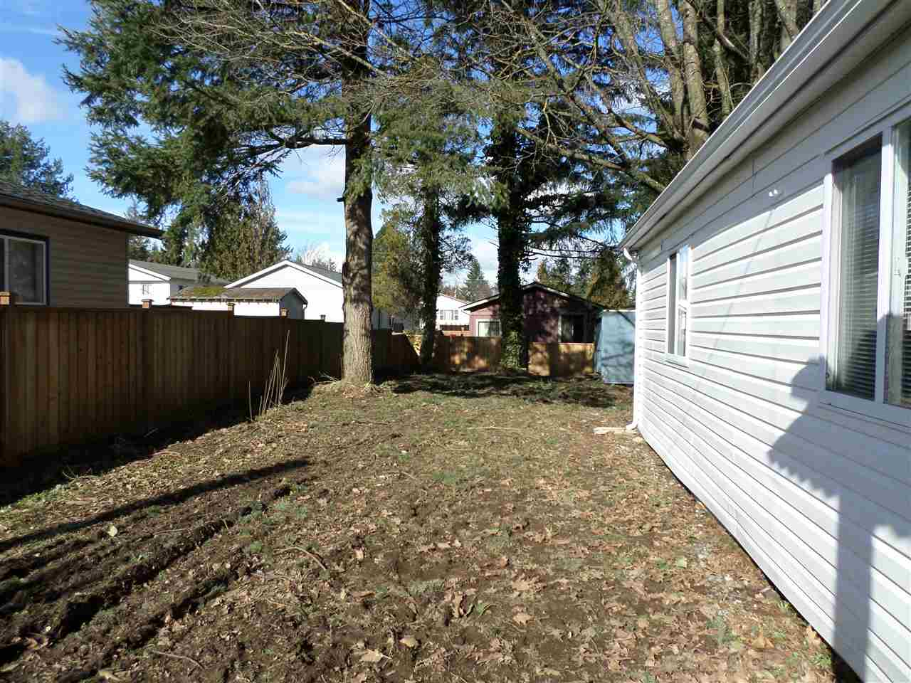 Photo 18: 31585 LOMBARD Avenue in Abbotsford: Poplar Manufactured Home for sale : MLS(r) # R2138943