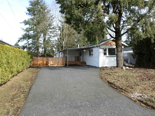 Main Photo: 31585 LOMBARD Avenue in Abbotsford: Poplar Manufactured Home for sale : MLS(r) # R2138943