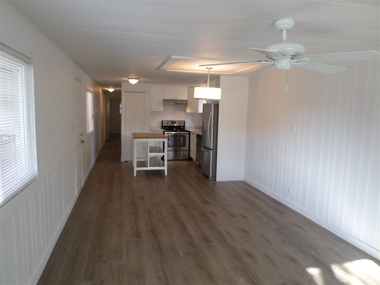 Photo 5: 31585 LOMBARD Avenue in Abbotsford: Poplar Manufactured Home for sale : MLS(r) # R2138943