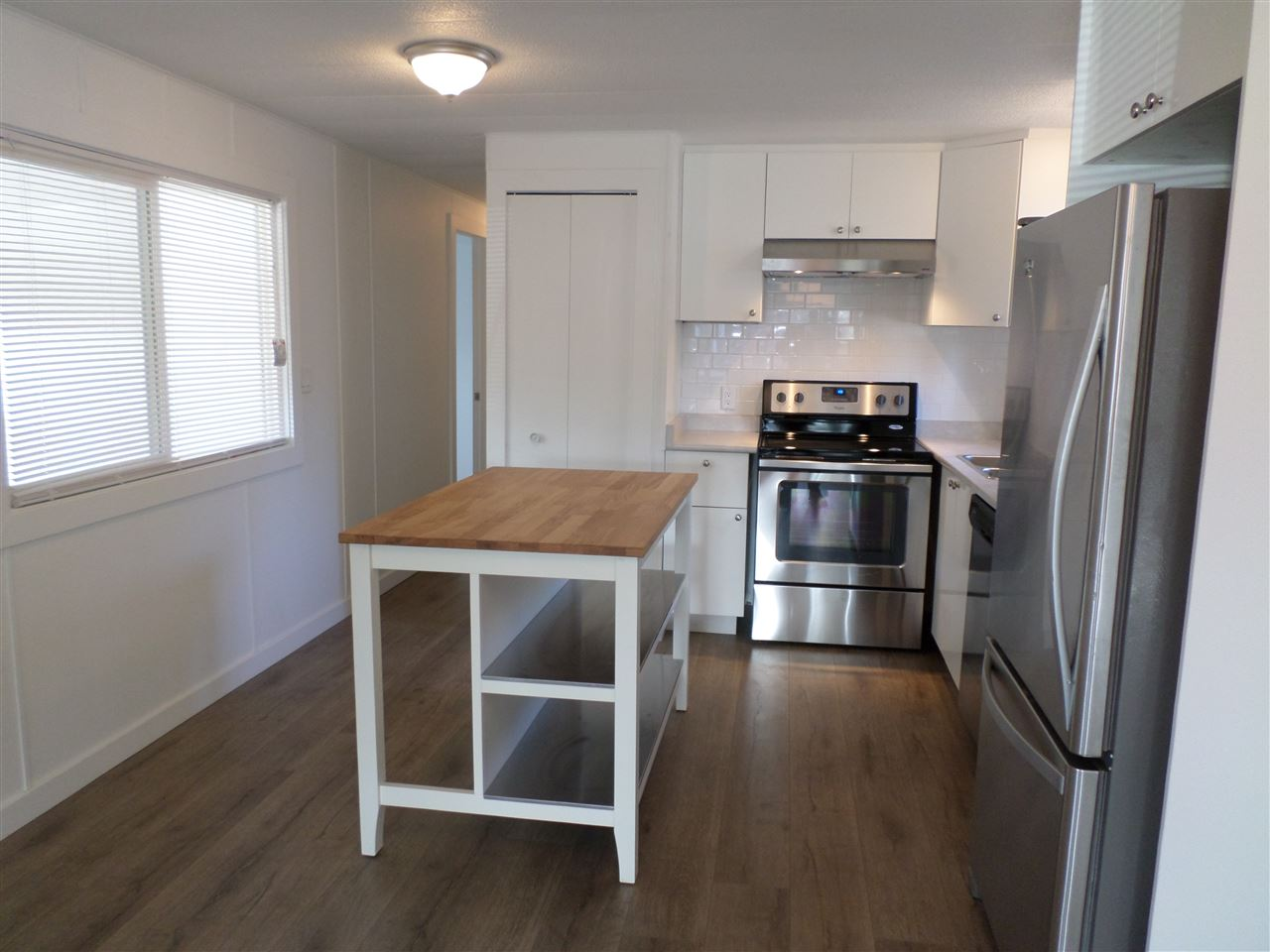 Photo 6: 31585 LOMBARD Avenue in Abbotsford: Poplar Manufactured Home for sale : MLS(r) # R2138943