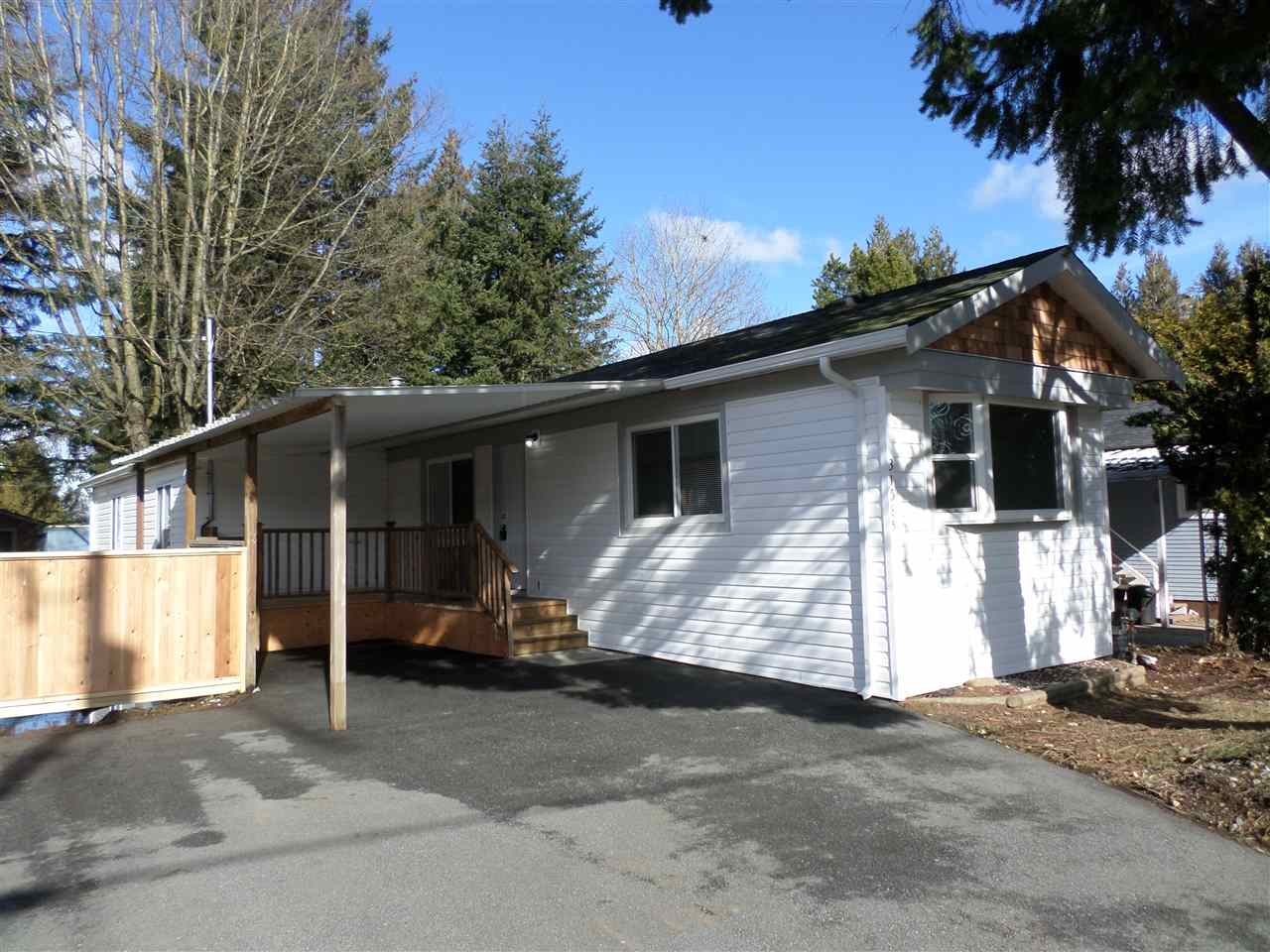Photo 2: 31585 LOMBARD Avenue in Abbotsford: Poplar Manufactured Home for sale : MLS(r) # R2138943