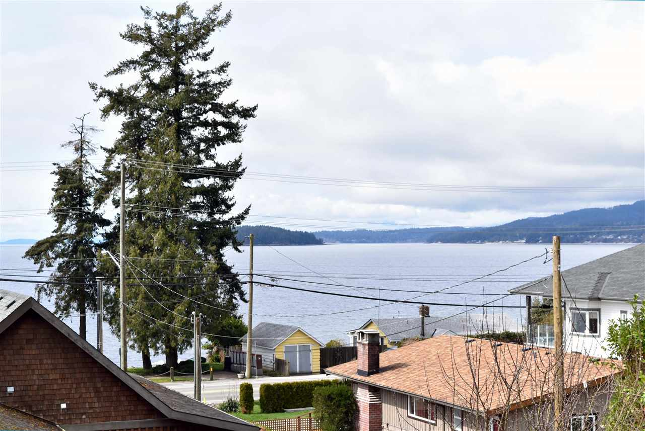 Main Photo: 4807 WHITAKER Road in Sechelt: Sechelt District House for sale (Sunshine Coast)  : MLS(r) # R2142439